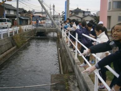 二の井出用水路の美化活動