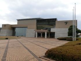 正面から見た火の君文化センター(城南公民館)の写真