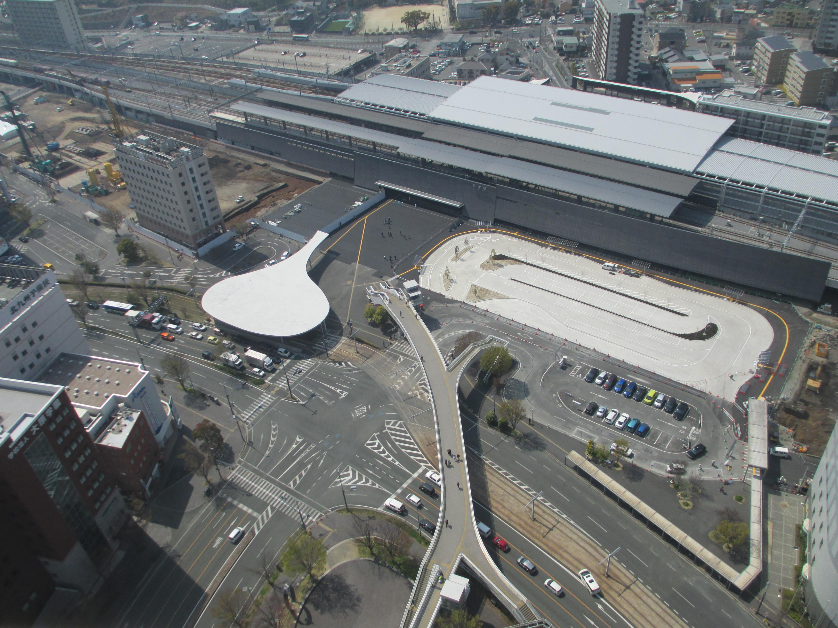 今月の熊本駅白川口駅前広場の写真