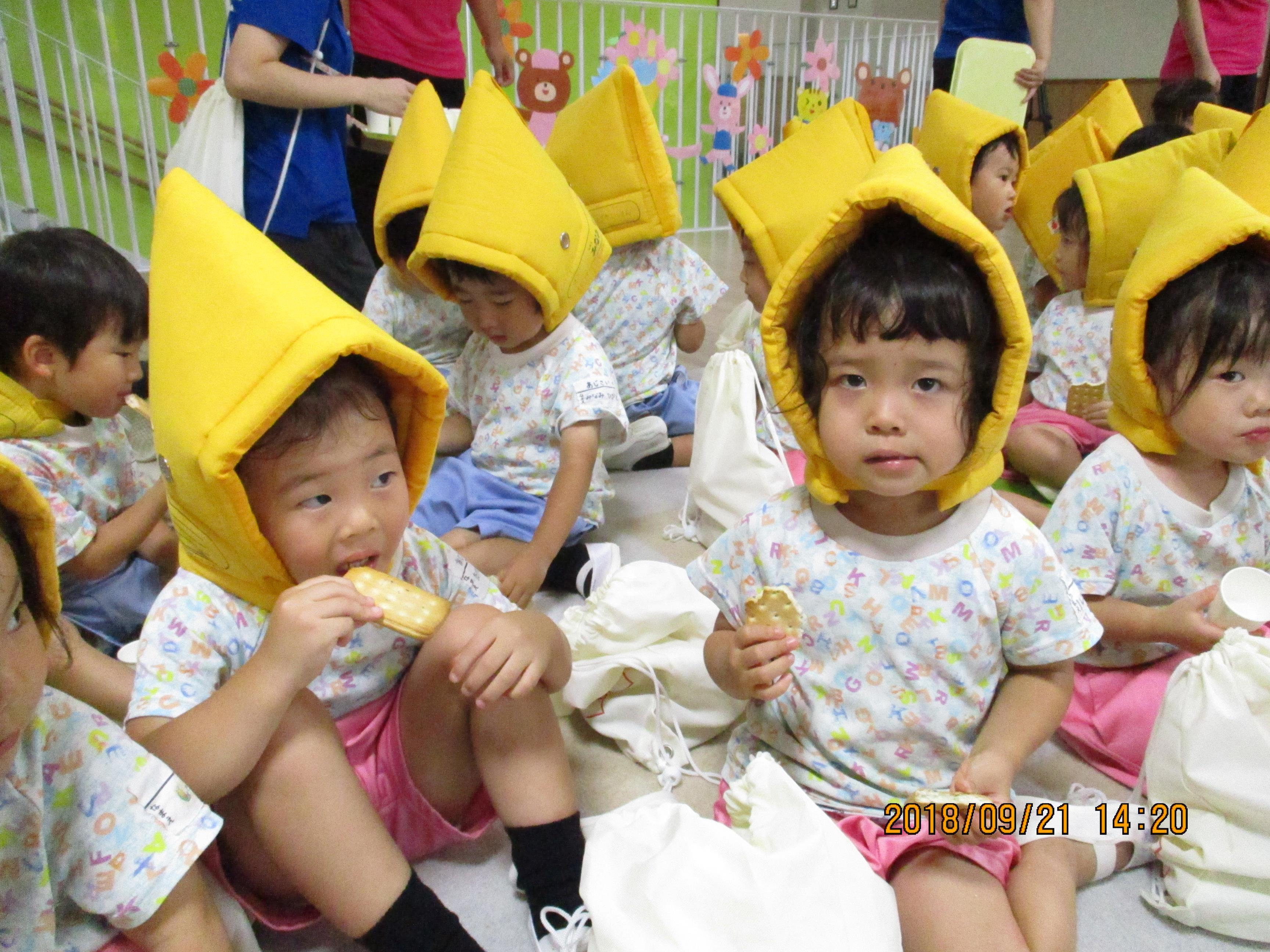 乾パンを食べる練習