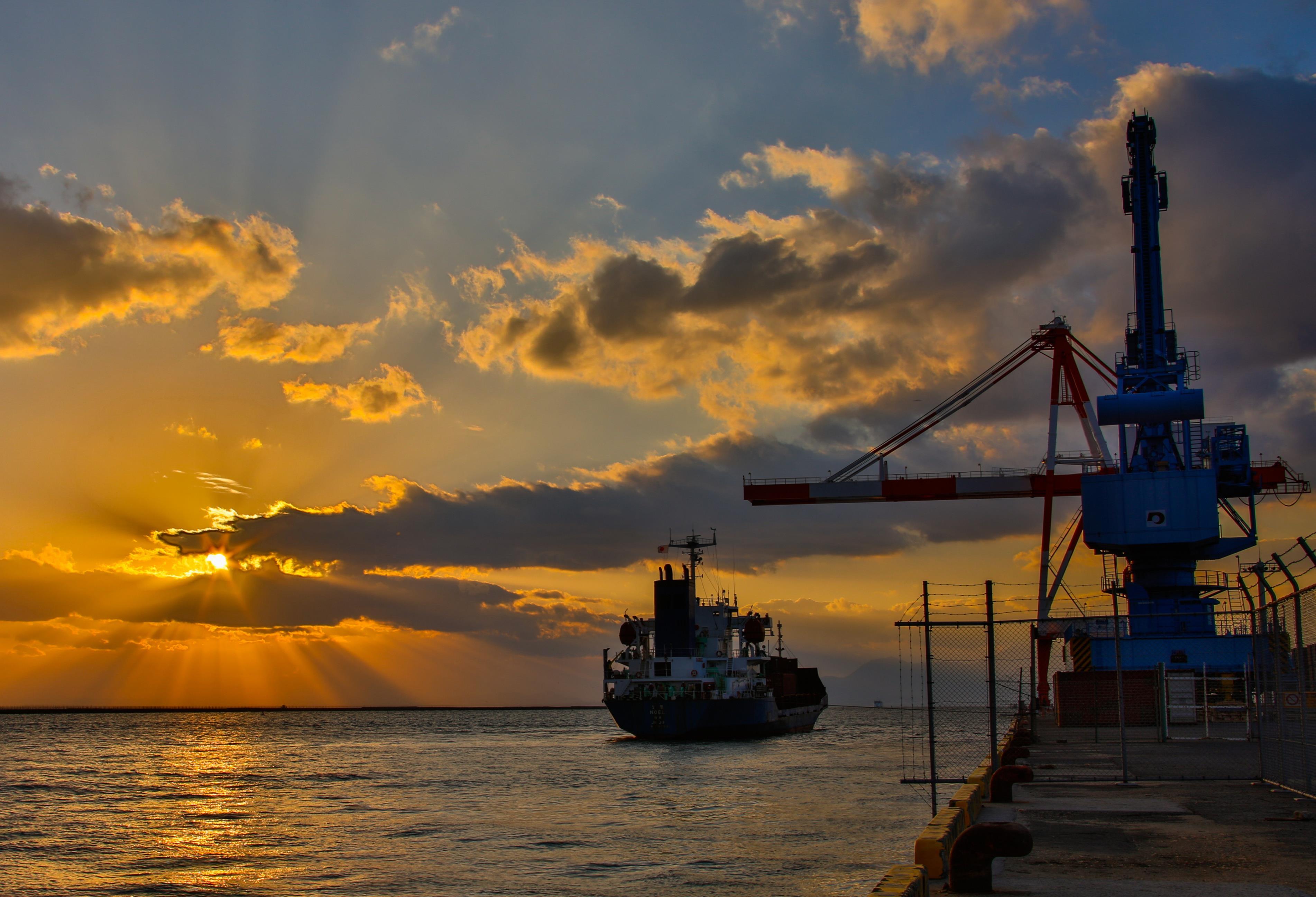 落陽の熊本港