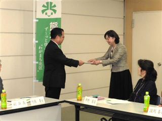 第3期熊本市北区まちづくり懇話会提言書の提出の様子