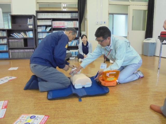 AEDを使って2人で救命