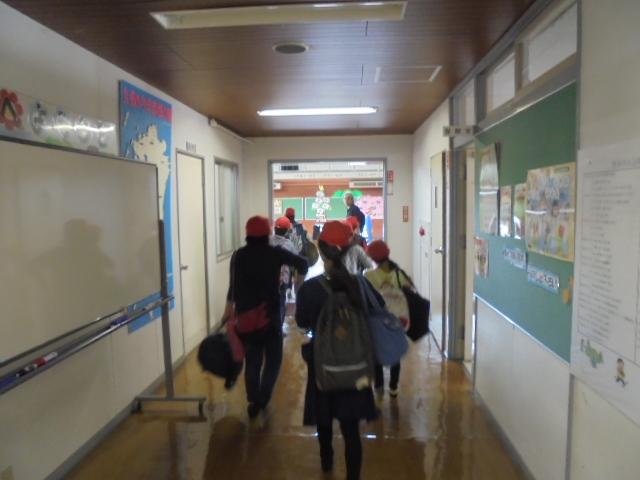 体育室への通路