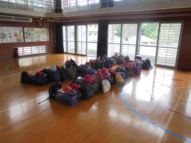 荷物もきれいに並べてくれました♪