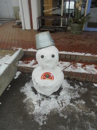 雪だるまも待ってます!!