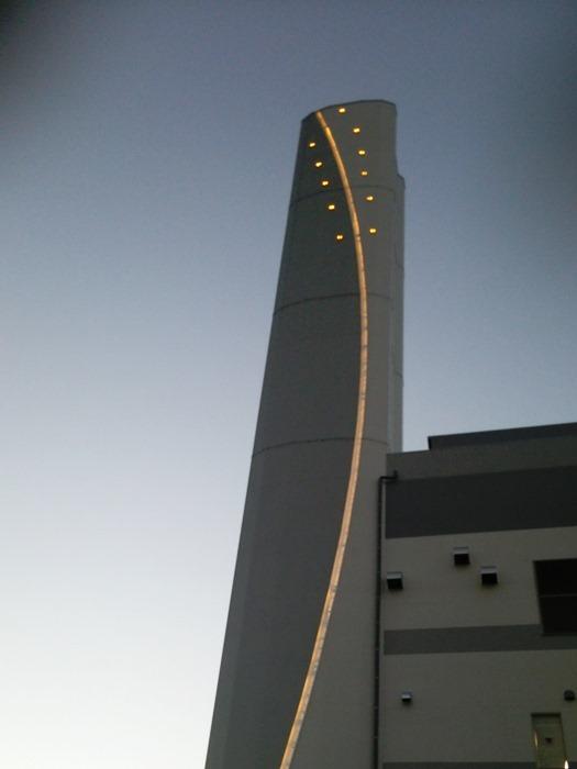 工場棟煙突(LED点灯)