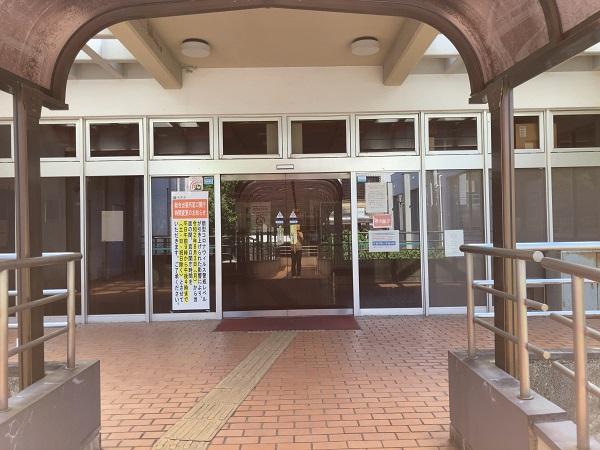 東側出入り口(自動ドア)