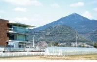 西区役所から望む金峰山
