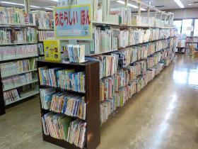 【図書室書架】