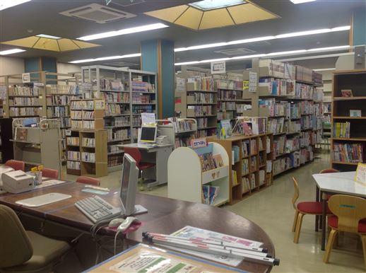図書室受付カウンターの画像