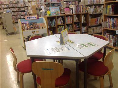 図書室内で座って本を読める場所の画像1