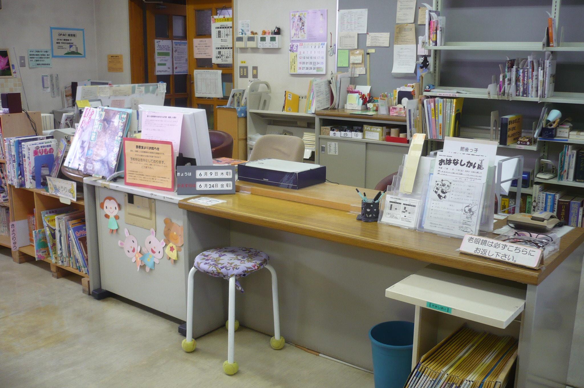 図書室 カウンター